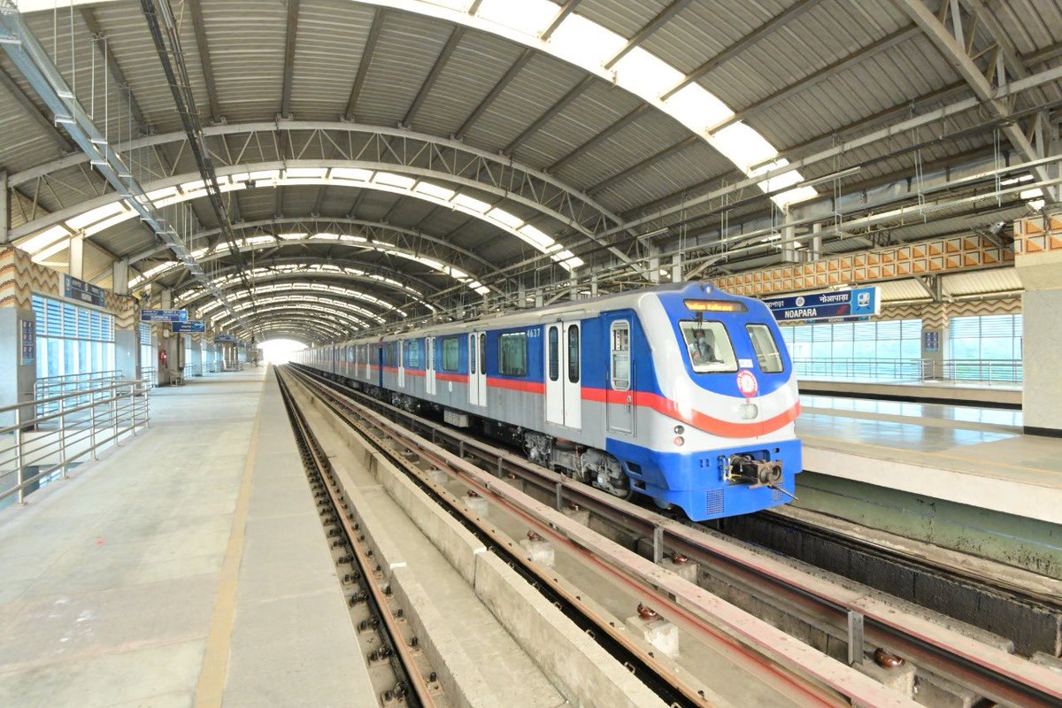 From Hooghly, the extension of Metro Railway from Noapara to Dakshineswar will be inaugurated. This project is special because it will improve access to the sacred Maa Kali Temples at Kalighat and Dakshineswar. These temples are vibrant symbols of India's great culture.