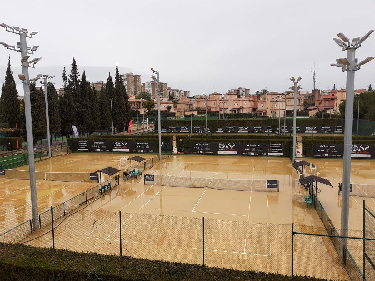 ¡¡ATENCIÓN!!  🌧️ La lluvia suspende la jornada de hoy del Nafa Nadal Tour by Santander. La competición continuará el lunes desde las 8.00h 🎾  ➡️  ☑️   #RafaNadalTourbySantander #RNTSevilla #RNT21 #fundacionrafanadal #SomosRíoGrande #EspírituDeportivo