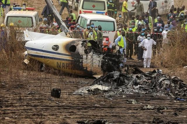 Fatal Plane Crash at Abuja Nigeria today. All 7 souls onboard reported dead. May their souls Rest In Peace amen. https://t.co/6sFpnJfpPt