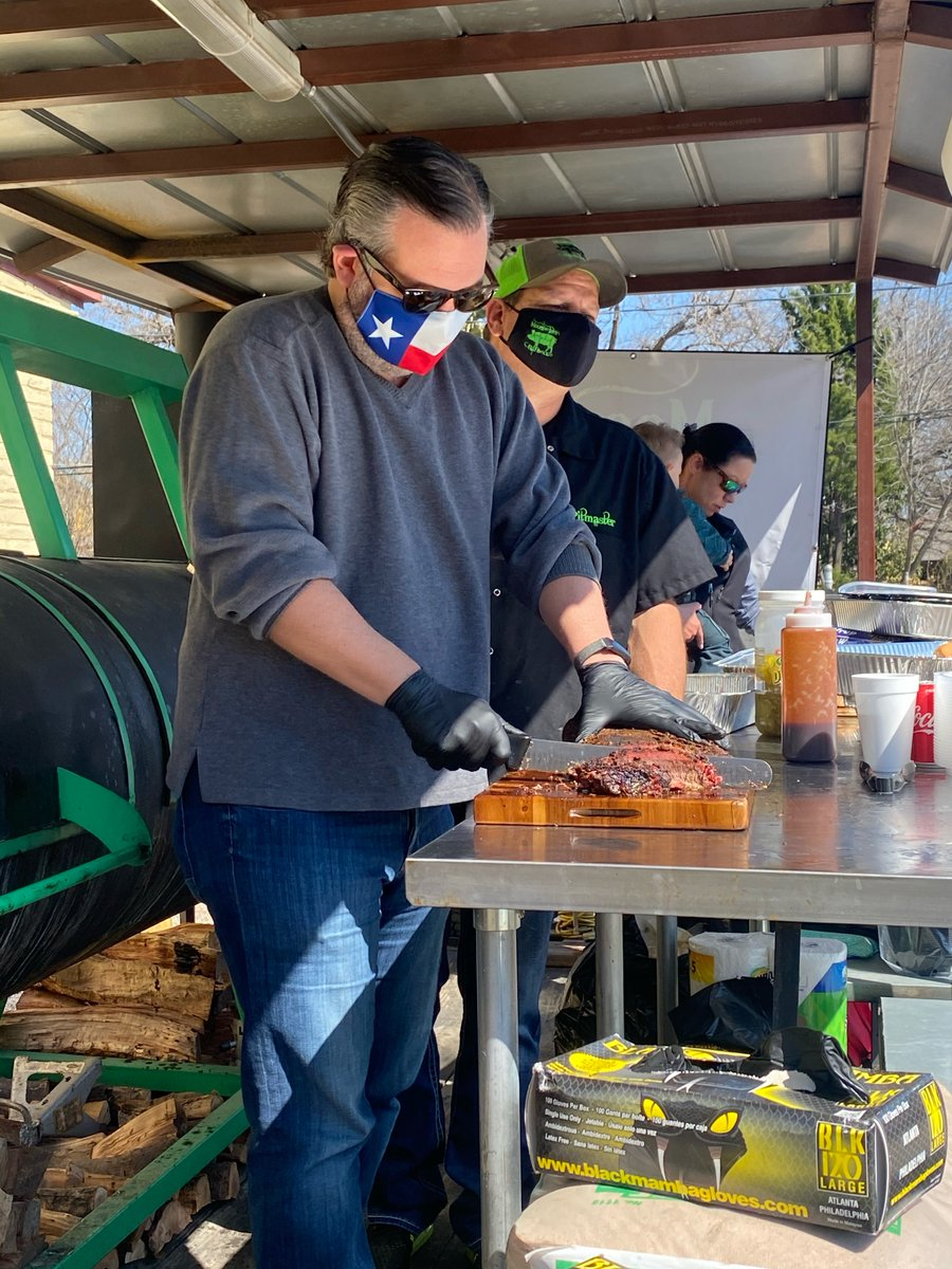 Served some delicious #Houston bbq to @FirefightersHOU, @IAFFNewsDesk, & local law enforcement yesterday with @TheNew93Q to thank our first responders following these unprecedented snow storms.