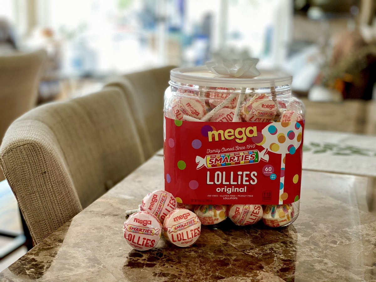 I'm a sucker for @smarties, especially Mega-Lollies!  Mahaloz Nui for the Ash Wednesday present 😁   #smarties #lollies #lollipop #candy #ashwednesday #fattuesday
