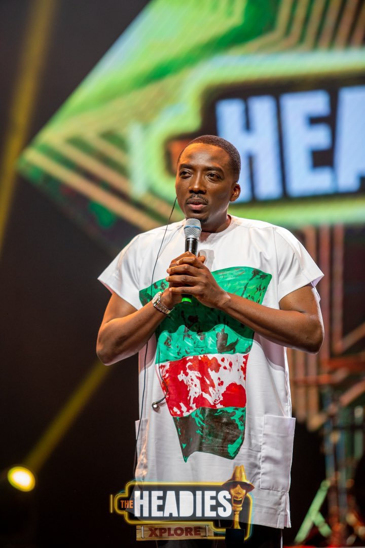 Reactions As Bovi Pays Tribute To #EndSARs With Outfit To 14th Headies