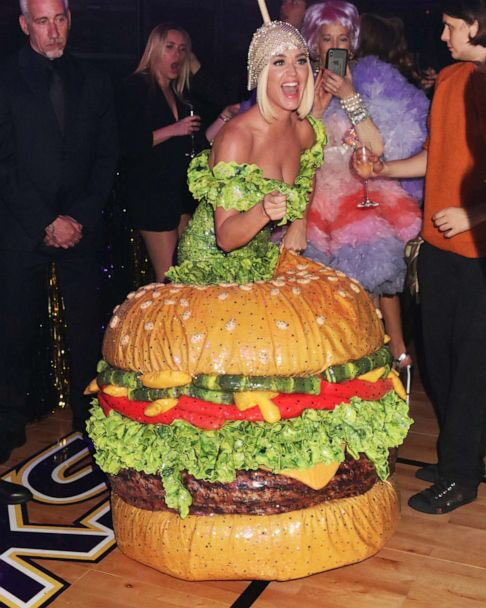 Don't worry @hannahjeverhart Hollywood might actually turn you into a hamburger 🍔 #AmericanIdol