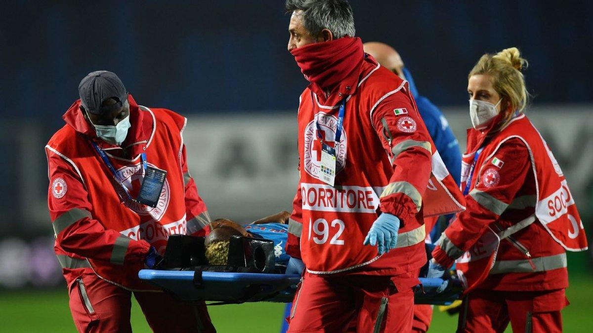 Napoli's Osimhen in hospital after knock to head https://t.co/VVtNjZLwMV https://t.co/yBlnbQnXff