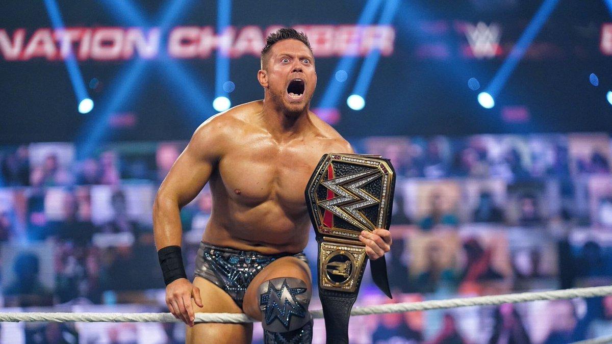 A W E S O M E.  #WWEChamber @mikethemiz https://t.co/5mVMqaAXjD