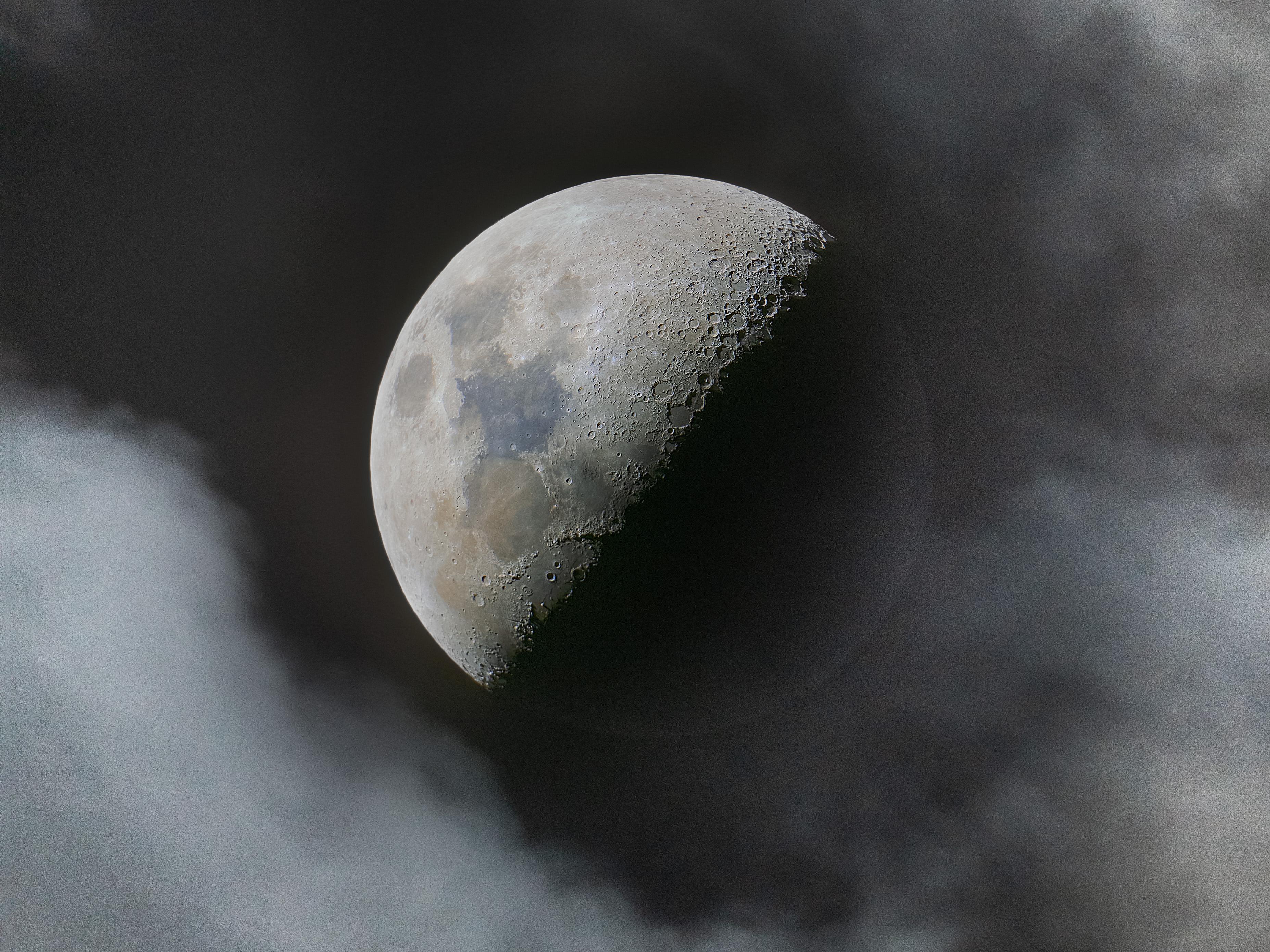 Observation de la Lune depuis la Terre EuzDpb_WQAA7dvi?format=jpg&name=4096x4096