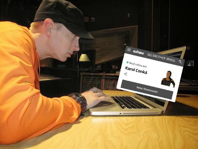 Replying to @EmBrasil: Imagens exclusivas do Eminem neste momento. Adeus Karol 😘  #ForaKarolConka