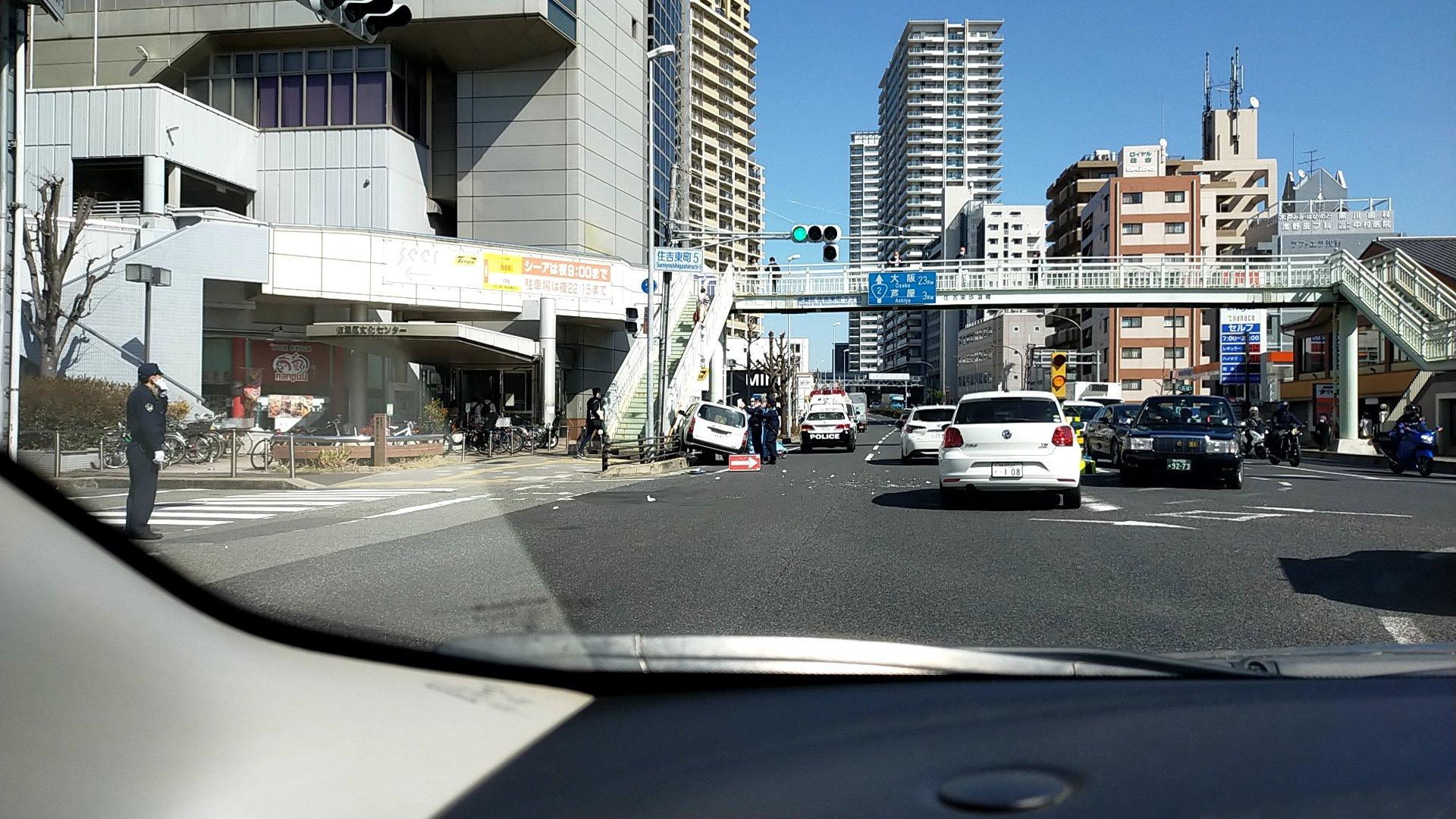 画像,国道2号線、住吉東町5の交差点で人身事故。 https://t.co/ar0li77ELF。