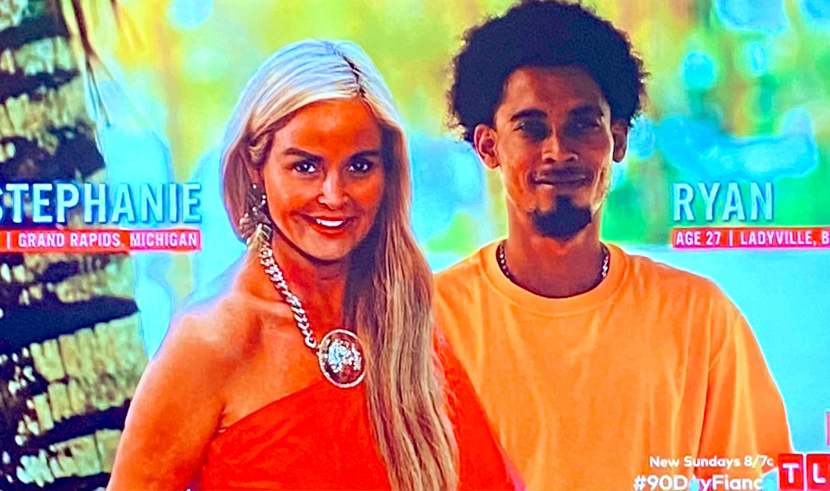 The fact that her image is superimposed on his beach shot and they didn't even take a pic together told us all we needed to know about these lovebirds. 🥰  #90DayFiance