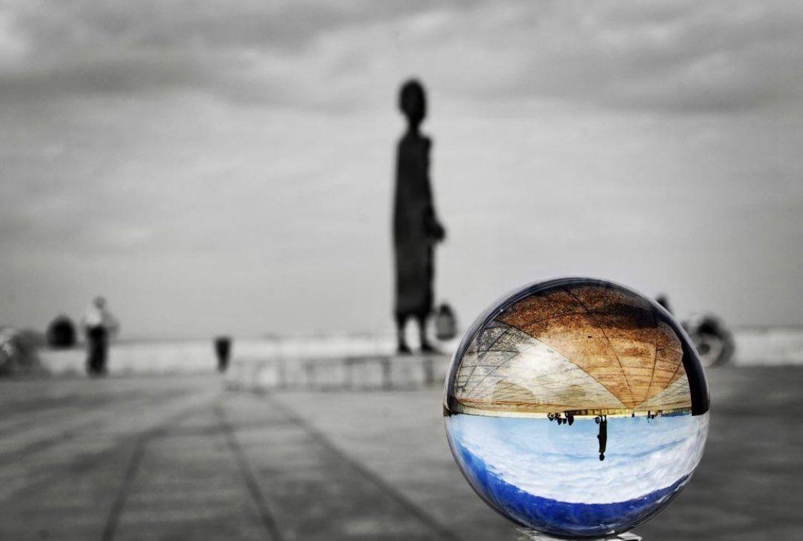 ¡Buenas noches @igers_gijon!  Honrando la energía femenina y su capacidad de crear vida y mover al mundo...💜 📸 foto de @jlcarreira con la escultura de la Madre del Emigrante en #Gijon ✨❤️✨🌟💫✨#igerstierrina #igers_gijon #igersspain #igers #igersgijon #igersasturias