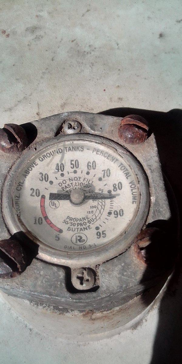 @mariasan8 En #Maracay centro #AraguaGas aumento el #Servicio a 0,15 dólar BCV y sin previo aviso. Pagamos para el #GasResidencial carga completa 430 lts y solo llenan 85% (365 LTS)de la bombona. En dónde se #Denuncia?? Quien responde por el 15% faltante??
