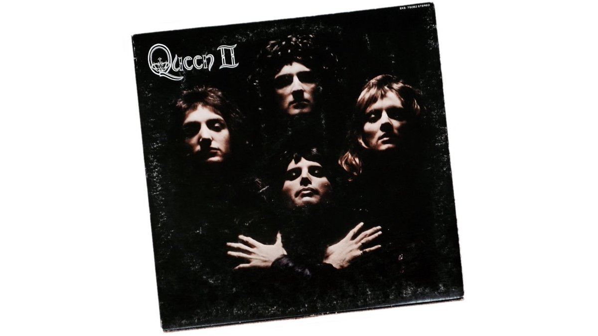 """Hoy hace 47 años que Queen lanzó al mercado su segundo álbum de estudio: """"Queen II"""". https://t.co/U79QHS1x3P"""