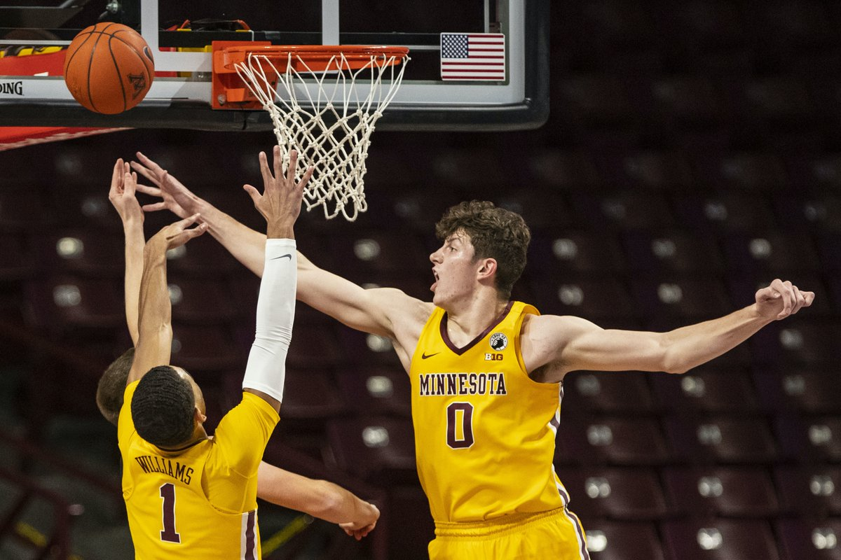 With Big Ten regular season over, #Gophers center Liam Robbins won top shot blocker crown in conference games with 2.8/game. Robbins missed last four games with ankle injury, but Richard Pitino said recently they'll revaluate him today and Tues. before Big Ten tourney opener Wed. https://t.co/mWpQvkuXoK