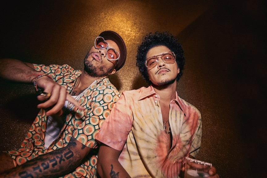 #HRFMNews Bruno Mars terjun ke dunia fashion!  Masih dalam tema 70an, Bruno Mars bekerja sama dengan Lacoste untuk merilis serangkaian busana. Mulai dari baju, celana, sampai aksesoris, ga hanya mdel 70an, ada juga pola groovy yang bikin nuansa 70annya semakin kuat