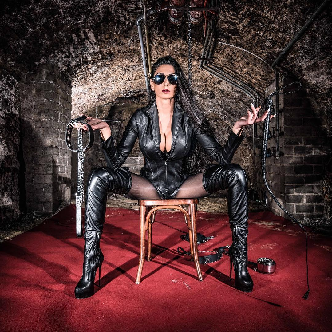 Download Photo Body Harness Female Domination Extreme Fetish Collection