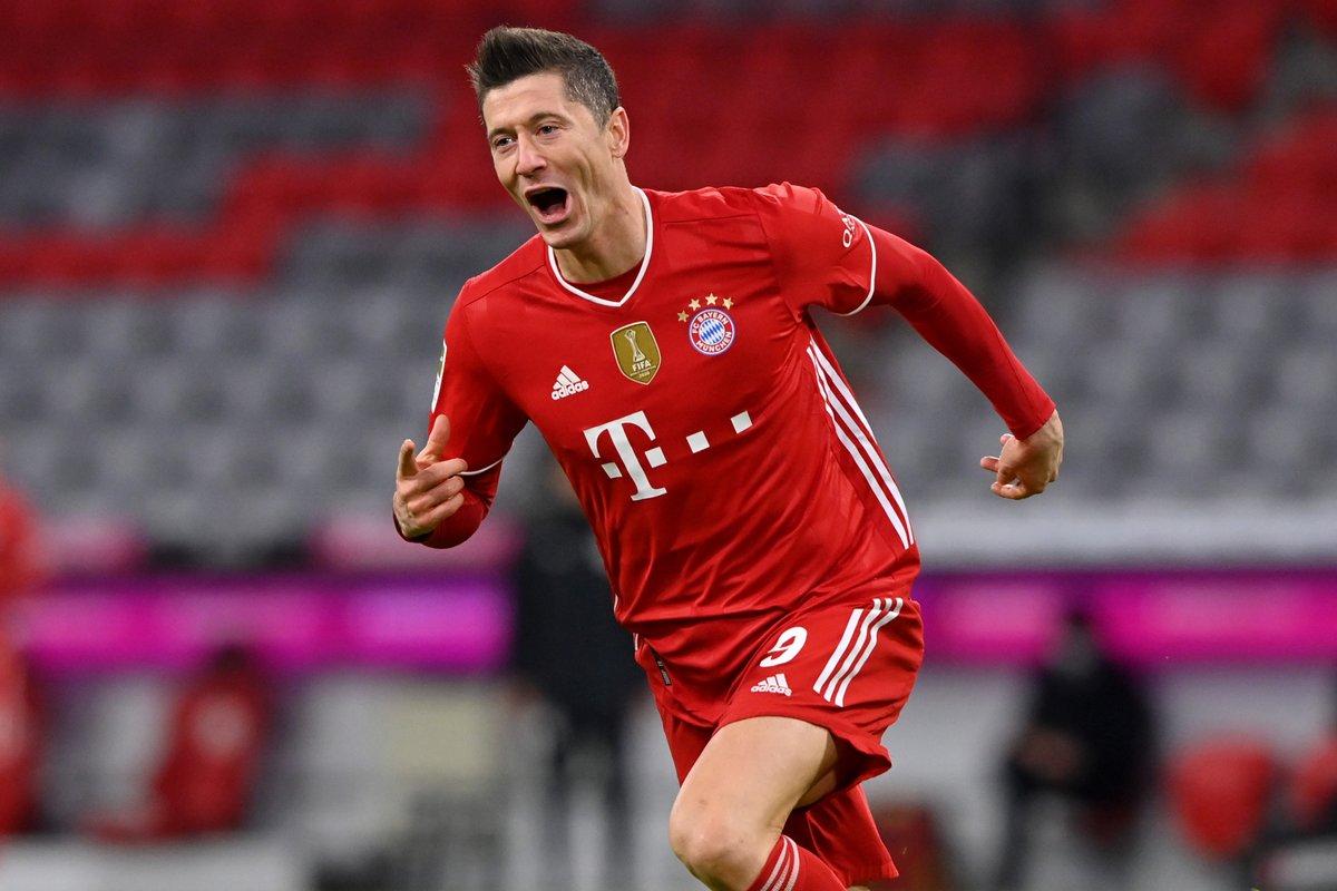 Erling Haaland ⚽️⚽️ Robert Lewandowski ⚽️⚽️⚽️  Bayern beat Dortmund in Der Klassiker but which striker is the best in the Bundesliga? 🤔  #UCL