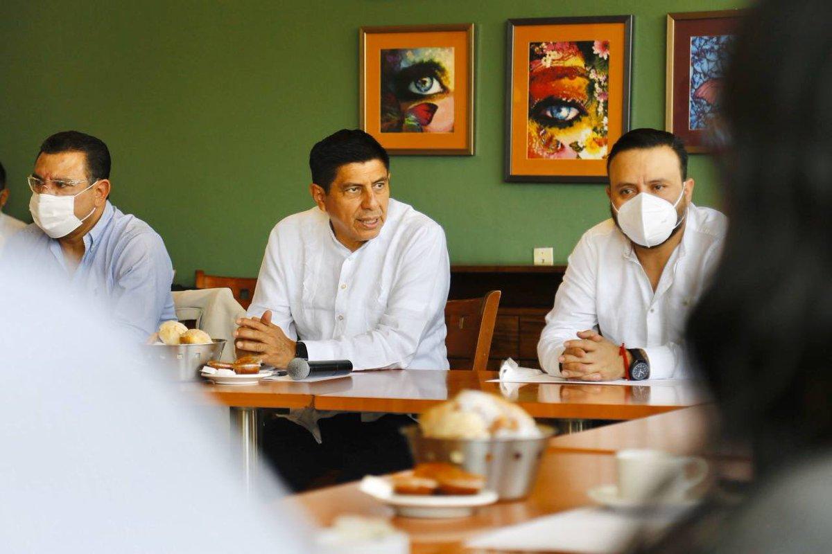 Hoy conversamos con oaxaqueñas y oaxaqueños del sector productivo, con mucho trabajo impulsan la economía de nuestra entidad, coincidimos en la necesidad de continuar trabajando para generar las condiciones que permitan reactivar el desarrollo y proteger el empleo en #Oaxaca. https://t.co/zpyfEA4YFT