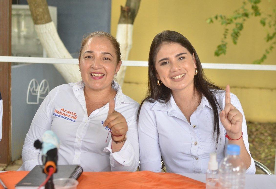 Hermosas mujeres representantes en el legislativo por la #RevolucionCiudadana  Éxitos @VanessaFreireV5 Asambleísta principal por #LosRíos y la manabita @Meluzambrano Asambleísta alterna nacional.  @ecuarauz  @MashiRafael  @rabascallcarlos https://t.co/m8PNG5nbHB