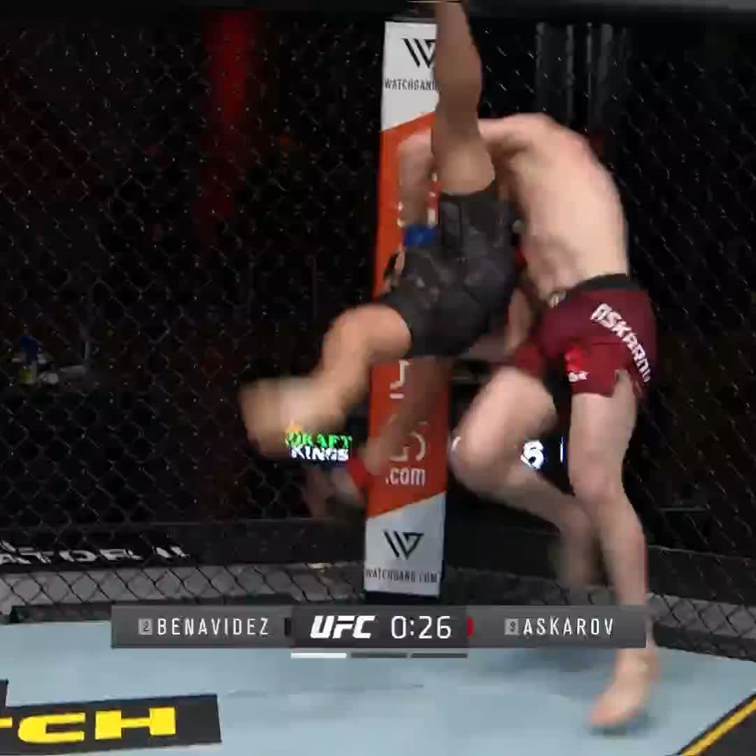 Beautiful free-flowing offense from 🇷🇺 @Askar_MMA! #UFC259 https://t.co/xOkqyrPheE