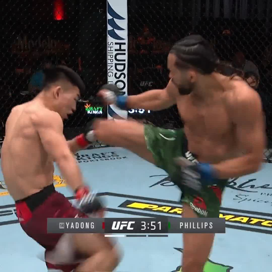 DIDN'T EVEN FLINCH. 😳  Song Yadong & Kyler Phillips are throwing HEAT from the off! 🔥 #UFC259 https://t.co/017VnA2oDs