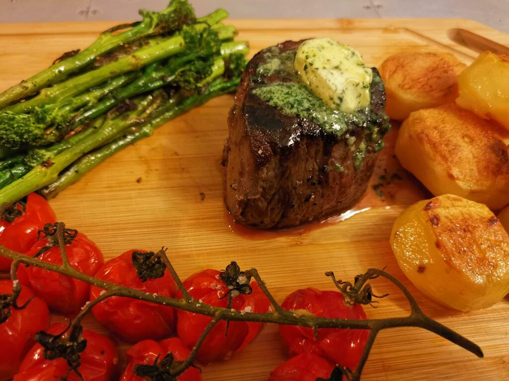[homemade] Filet mignon, sautéed broccolini, confit potatoes, grilled cherry tomatoes #viral #trending #foodie #foodblogger #foodphotography #ff #tbt #ico