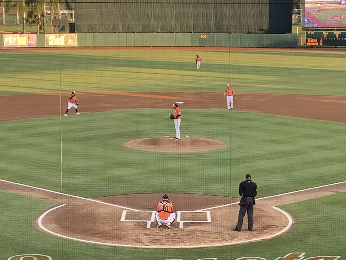 The Orioles and Tigers are underway under the lights at Ed Smith Stadium. That's Félix Hernández in orange and black. https://t.co/gPWLNkfO78