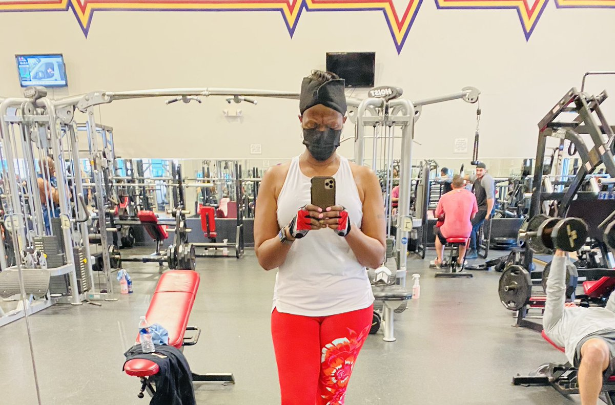 Got my miles in today listening to Lil' Kim and lift weights. Getting ready for the summer.#SaturdayVibes #SaturdayMotivation #SelfCare #SummerReady #LetsGo💃🏻💃🏻💃🏻