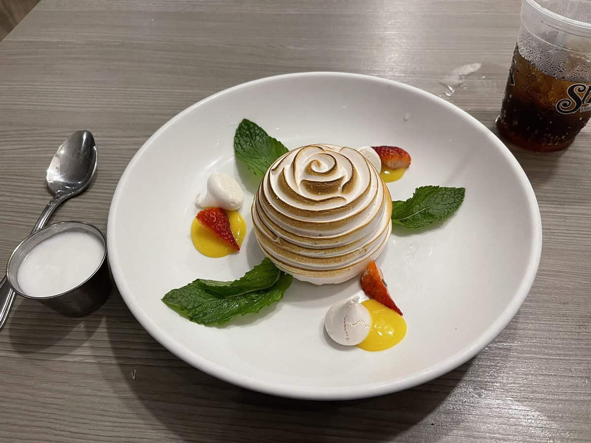 Key Lime Baked Alaska .... seriously, how could I say no??? https://t.co/wjZ0GLYPkK