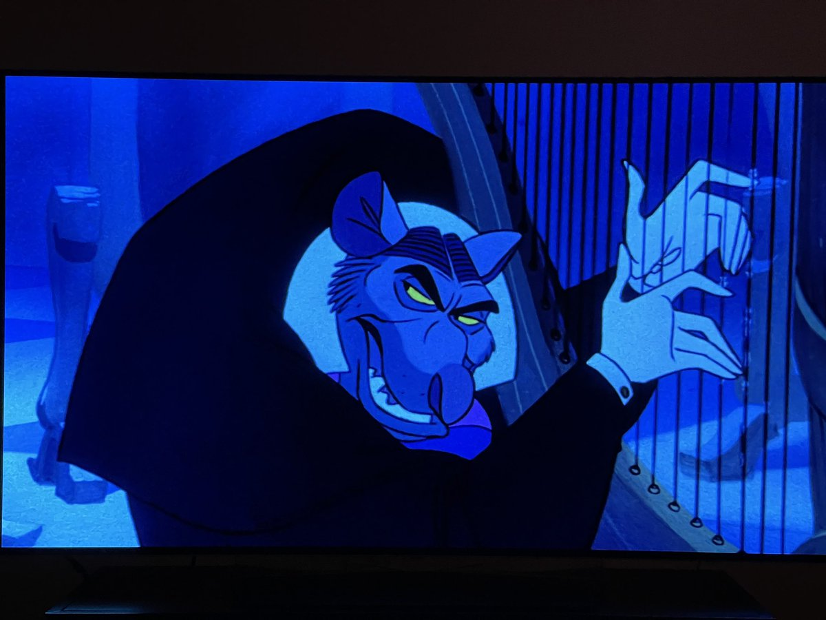 watching THE GREAT MOUSE DETECTIVE tonight, a movie i loved as a child, and that is etched onto my brain https://t.co/g7imw3mHsw