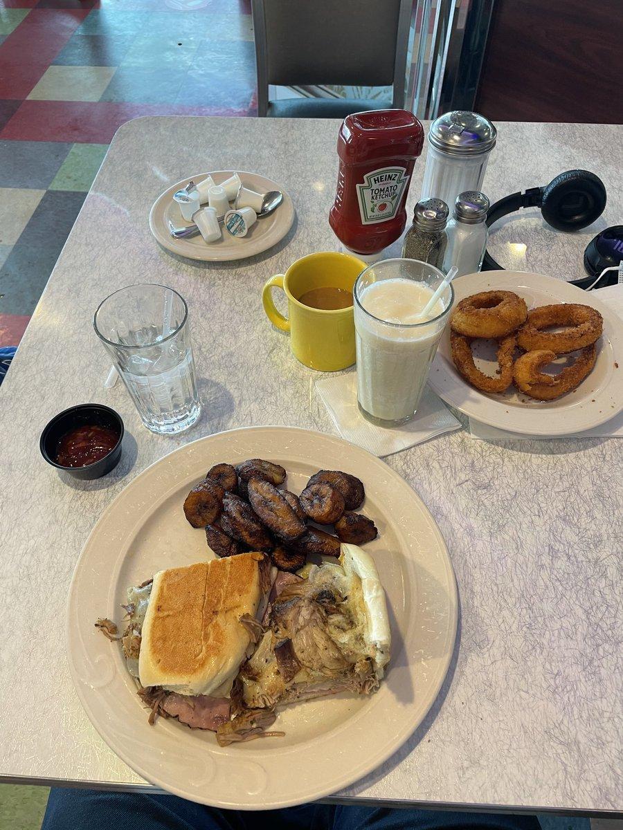 Lunch today from @royalcoachdiner #Bronx #NY 10/10 😎 @LoganJrChef @arentufunny @ShayneChef @IzzyLHill @Crimson_Blad3s