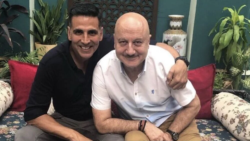 Dear @AnupamPKher, have the happiest birthday. Am shooting here in Mumbai even on a Sunday...hope you're having a relaxed day in some cooler climes. Catch up soon. Love and prayers 🤗 https://t.co/tH7beiewsU