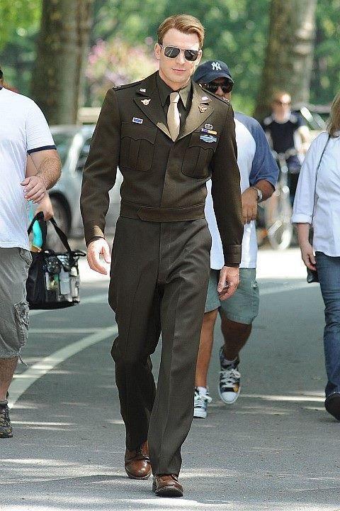 カッコよすぎてヤバイ!?クリス・エヴァンス×軍服の組み合わせ!