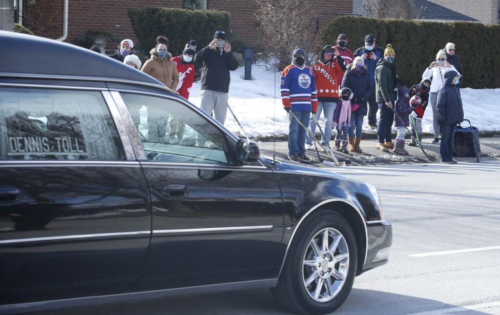 WARMINGTON Final horn sounds as Walter Gretzky is laid to rest