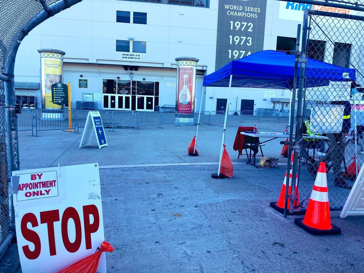At the Coliseum, you'll be stopped by FEMA employees, who will ask to see the email or text confirming your vaccine appt. Once it's confirmed, you wait at the checkpoint. Then you'll be directed to the vaccination site after being told what to expect. #CovidVaccine #Oakland