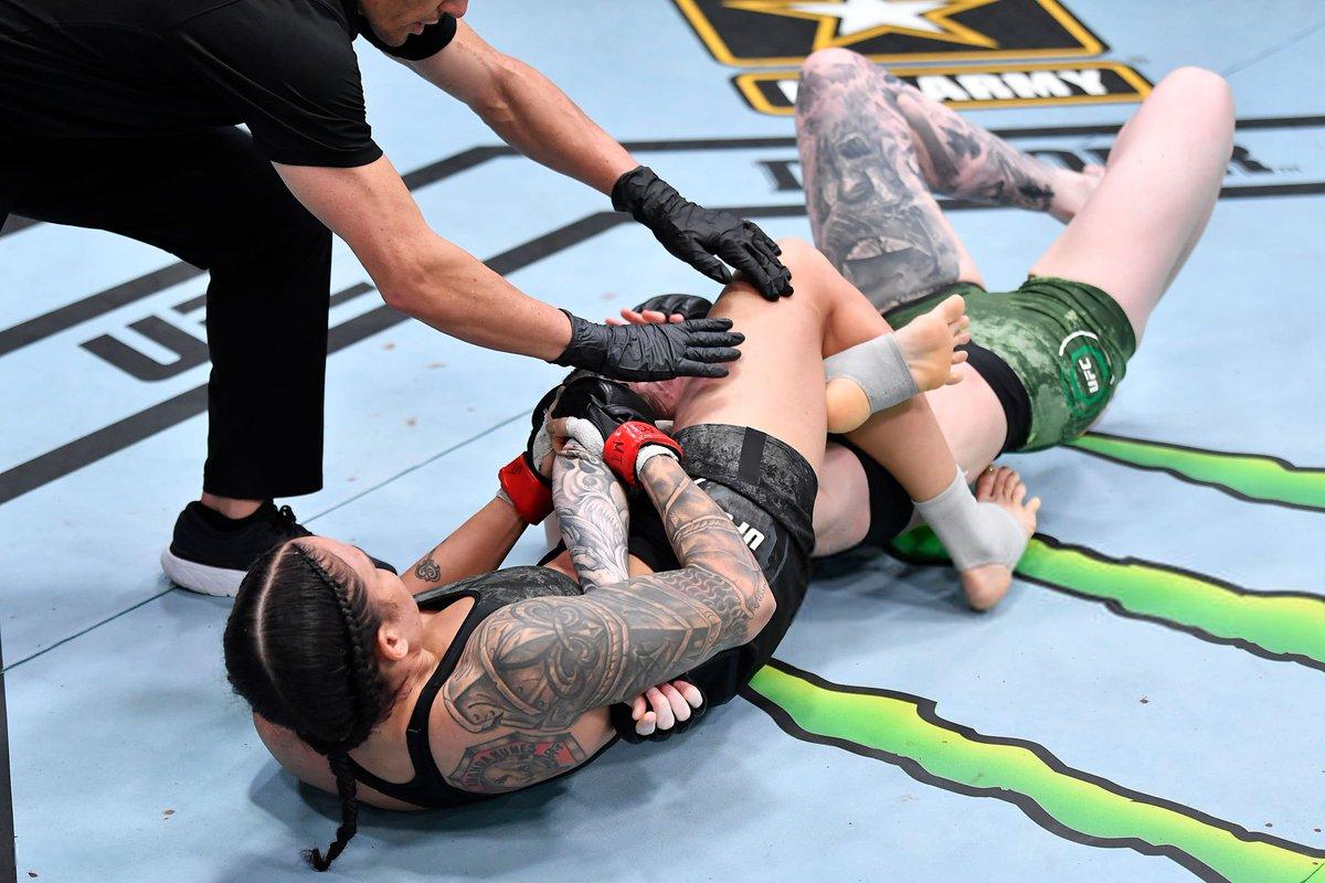 #AndStill!!!  Amanda Nunes vence de manera rápida e impresionante a su rival Megan Anderson por la vía de la sumisión (armbar triangle) en el primer round (2:03) en #UFC259