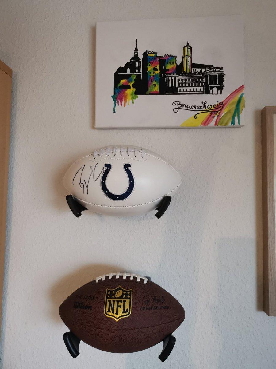 Ein Stück @BjoernWerner bei mir zuhause an der Wand. #Werner #bromantiker #footballbromance #NFL #NFLTwitter #Colts #indianapoliscolts https://t.co/H2RB9PbJbj