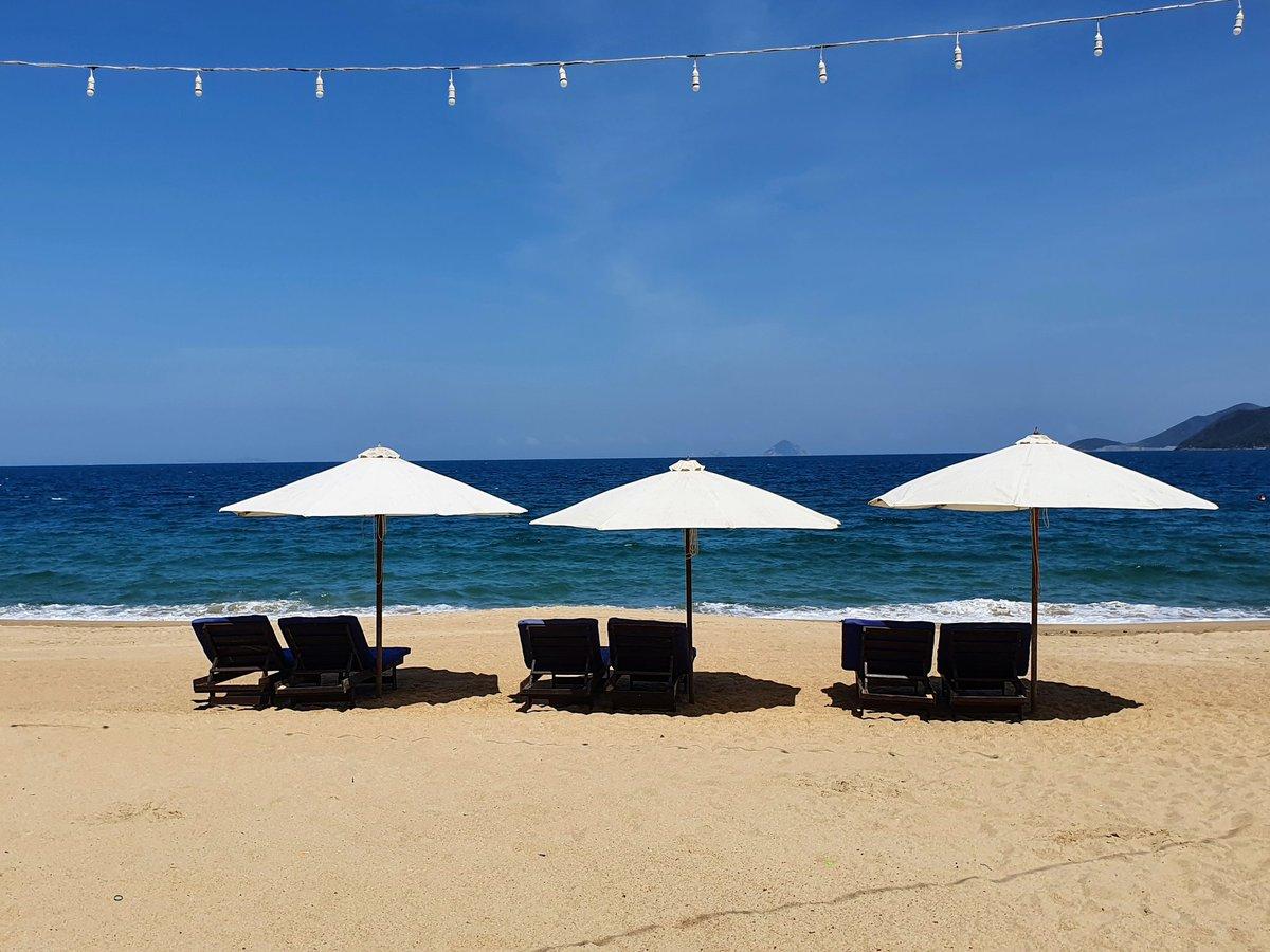 NhaTrang beach on a Sunday afternoon 💙 #nhatrang #beach #Vietnam