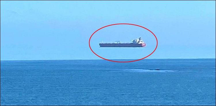 بحری جہاز کی تصاویر نے سب کو چکرا کے رکھ دیا  #international #England #strange #socialmedia #viral #pictures #boat #ship #float #fly #sky #beach #QalamkarNews | #Qalamkar | #قلمکار