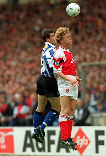 Happy 48th birthday to Arsenal legend Ray Parlour.  Parlour won the FA cup 4 times.  He won at the old Wembley in 1993 vs. Sheff Weds & in 1998 vs. Newcastle.  The other two wins came in Cardiff in 2002 & 2003.  #AFC #Arsenal  @RealRomfordPele @touchofpowder @FootballArchive