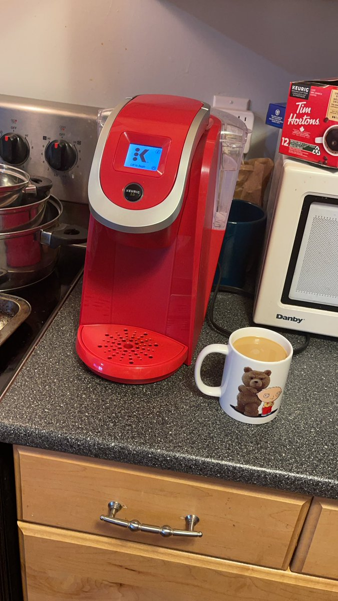 @Keurig @TimHortons @SethMacFarlane love this coffee maker really enjoy it every morning #MorningCoffee #SundayMorning
