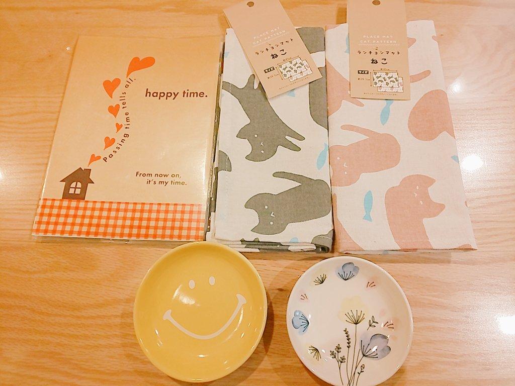 test ツイッターメディア - セリアで、いろいろお買い物。  小学生のときから  ノートやレターセットが  大好きで。  ついつい、買ってしまう。💌  ねこのランチョンマットも  めちゃかわ!♡  即決!  あとは、新しい家族の  ボンちゃんと春ちゃんに  受け皿を。  なかなか、  かわゆいではないかの♡  #サボテン🌵 #セリア https://t.co/LMoxzskHdf