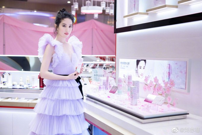 Yifei's Sina ม.ค.-เม.ย. 2564 Ev4b-K8VEAQR-fJ?format=jpg&name=small