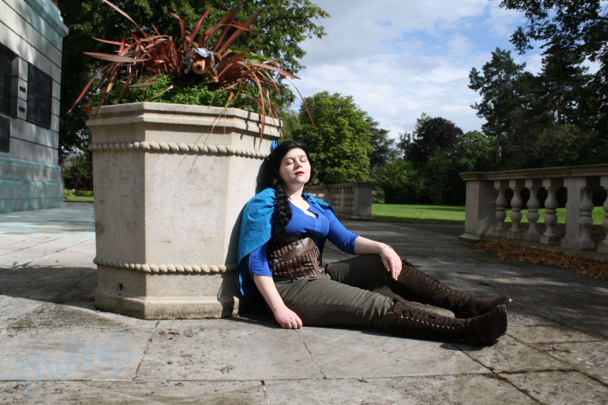 When you go to sunbathe with your bear in the Whitestone Castle grounds...  Taken (+ edited) last summer by @maplesapphic  Vex created by @LauraBaileyVO  Pawprint bracelet (2nd pic) was a con gift from a Veth cosplayer 💜 #cosplay #CriticalRole #CriticalRoleCosplay #UKCritter