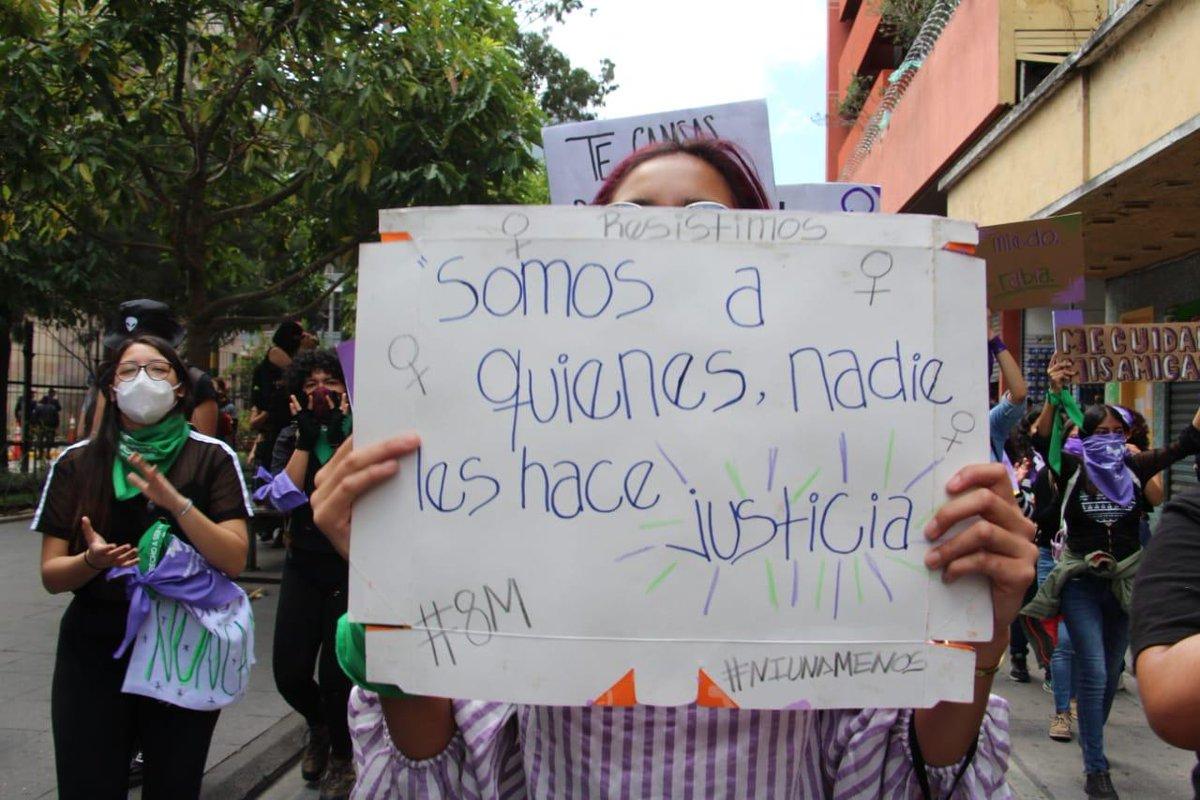 """test Twitter Media - Por medio de carteles, mujeres se expresan en la caravana """"Vivas nos Queremos"""".Foto: María España/LH https://t.co/pFp8An2rxI"""