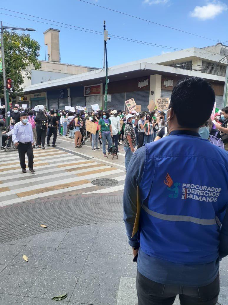 test Twitter Media - La PDH informa que oficiales de turno de la de la Auxiliatura de Guatemala central de PDH, verifican respecto a los Derechos Humanos en manifestación realizada en el marco de la conmemoración del Día Internacional De La Mujer.Foto: PDH https://t.co/LywRF8XnV9