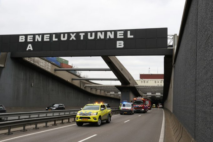 Gewonde bij ongeluk in de Beneluxtunnel https://t.co/GqEqtx6Bqa https://t.co/lxCezDWBrv