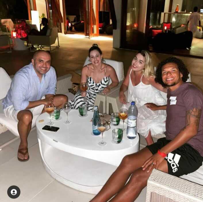 Quando diretor da CBF e jogador do Flamengo passam momentos de alegria nas Maldivas tu só consegue lembrar do Renato Russo: 🎶 o sistema é mal, mas minha turma é legal 🎵 https://t.co/Bp639wWyFN