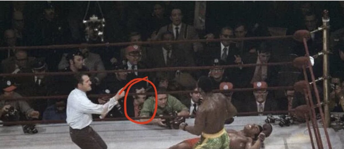 #PhilPepe ringside and tongue-tied! I'd never seen this photo angle before. #boxing #AliFrazier #alifrazier