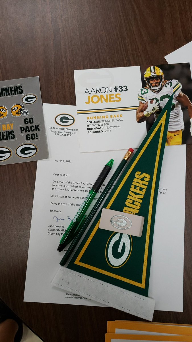 @packers although I'm a Bears fan,  you gained my respect for responding to some of my students! #GoPackGo 😭