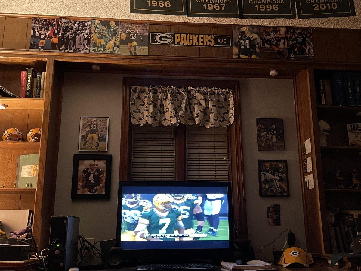 Sitting here watching an old preseason game from 2015 tonight because...well, why not? #GoPackGo #PackerFamily